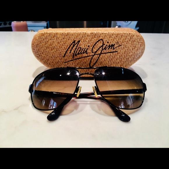 08e486adcb5 Maui Jim Accessories   Sand Island Sunglasses   Poshmark